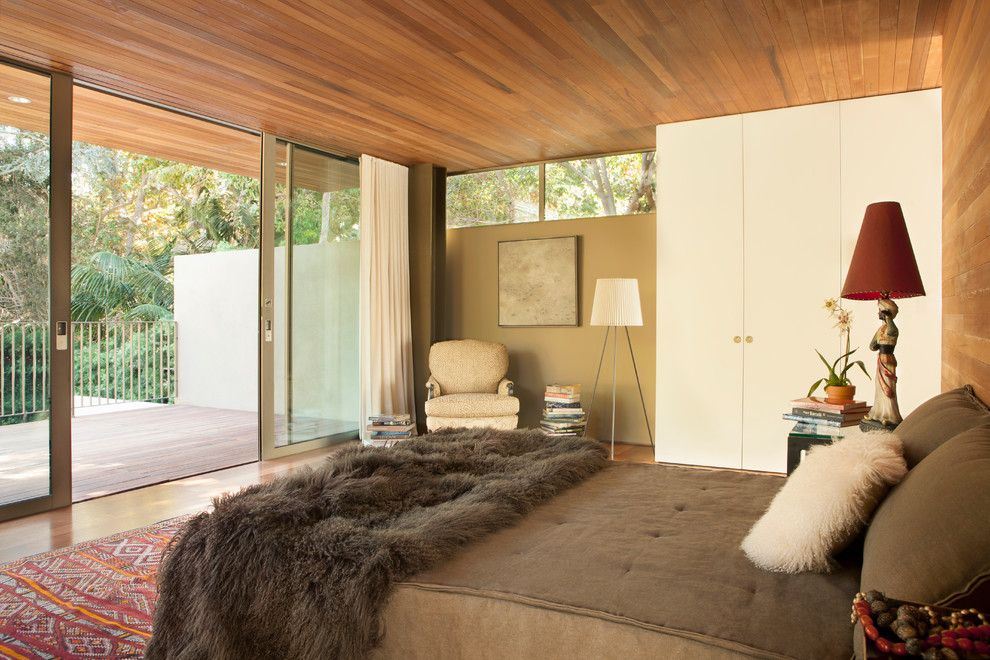Example of a mid-sized 1950s guest medium tone wood floor and beige floor bedroom design in Los Angeles with beige walls and no fireplace