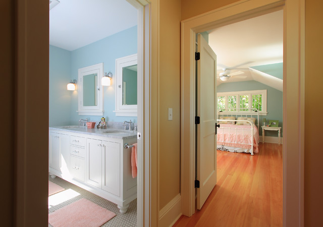 Bungalow Kitchen traditional-bedroom