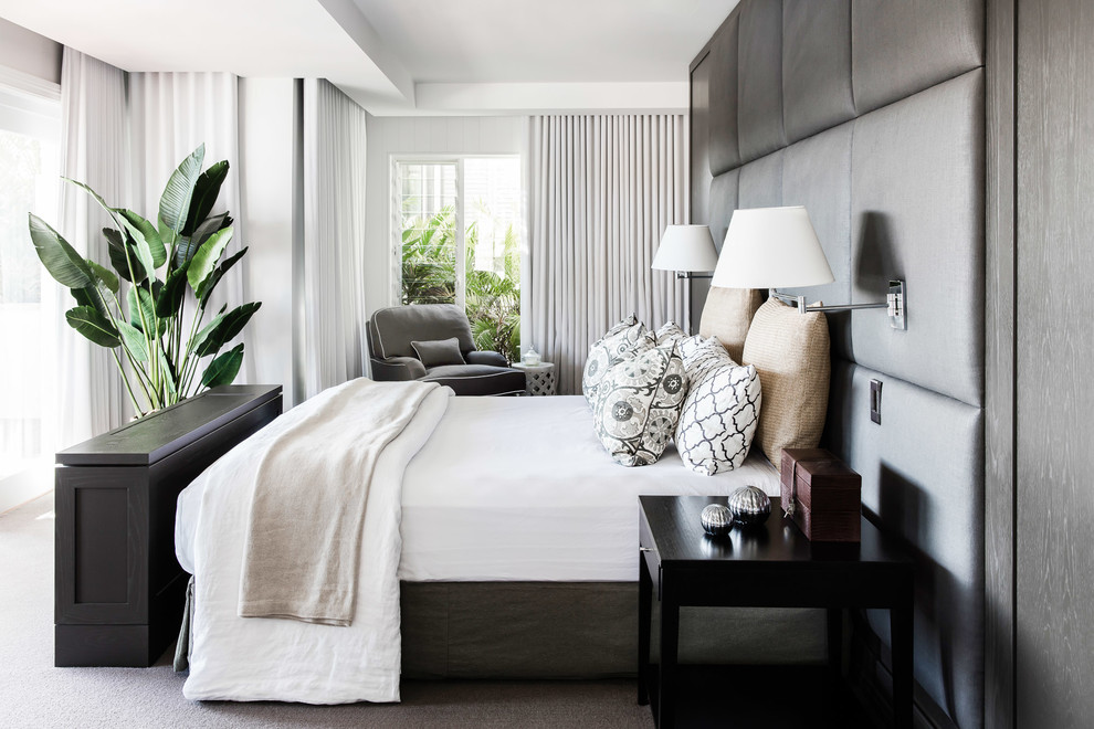 Inspiration for a mid-sized contemporary carpeted bedroom remodel in Sydney