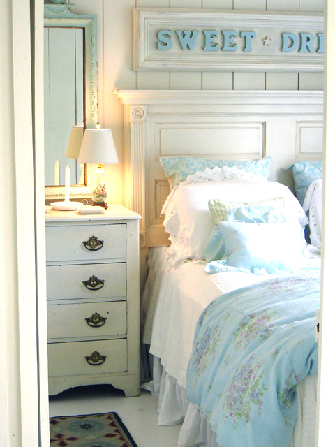 Bedroom - shabby-chic style bedroom idea in Tampa