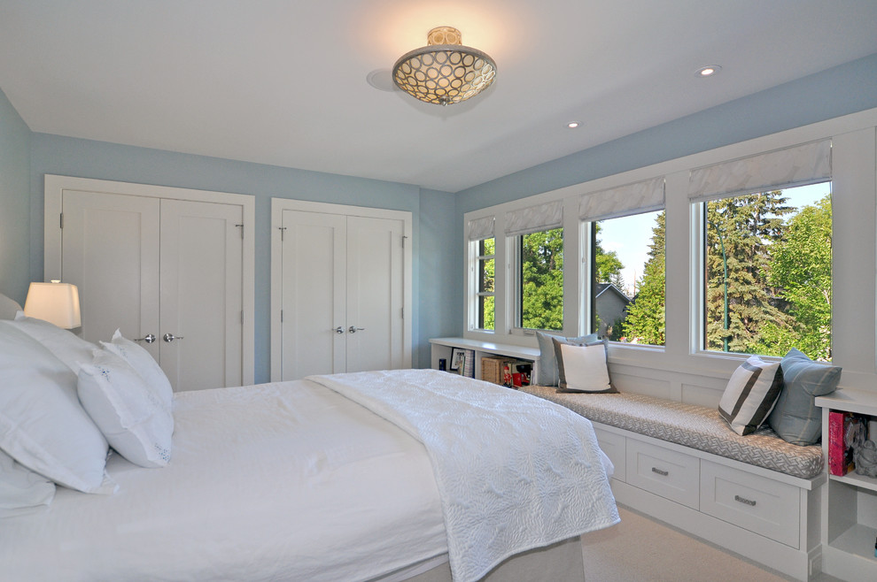 Bedroom - transitional guest carpeted bedroom idea in Calgary with blue walls