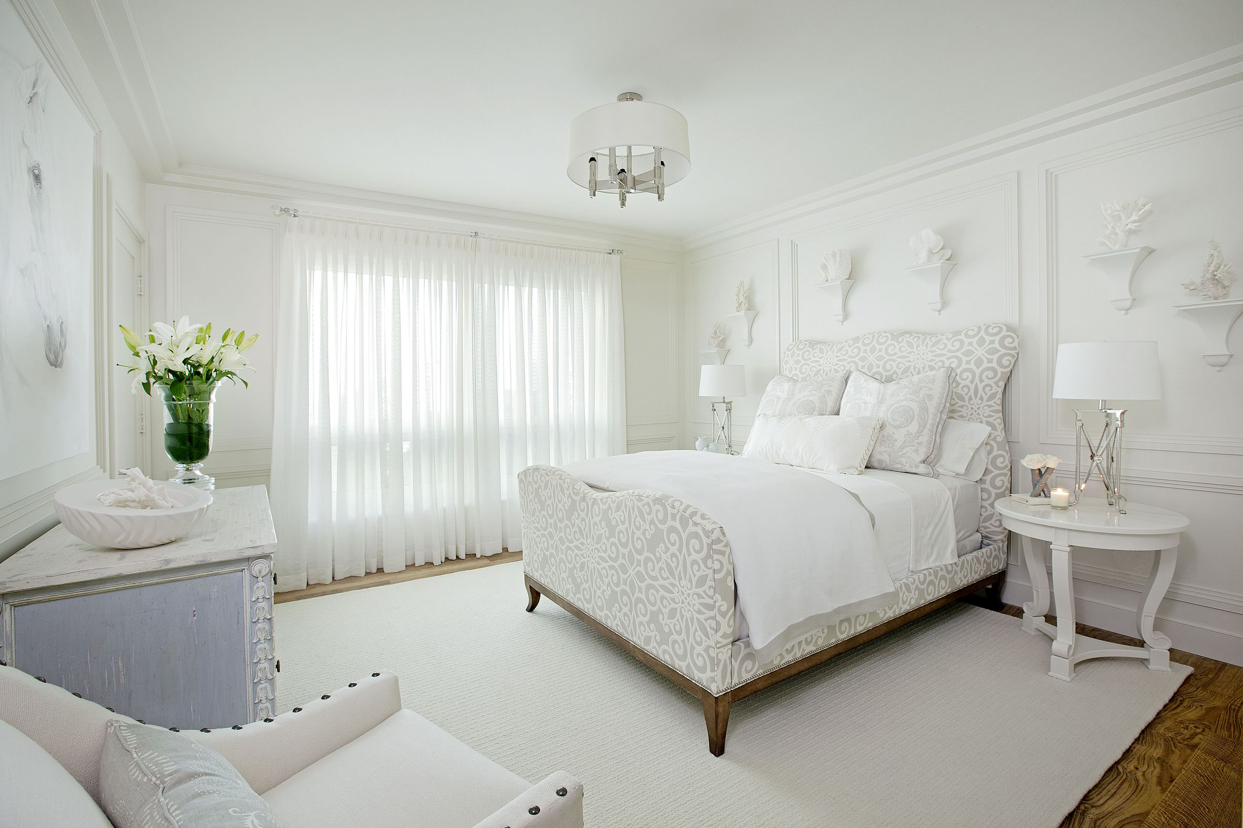 Picture of: White Upholstered Bed Houzz