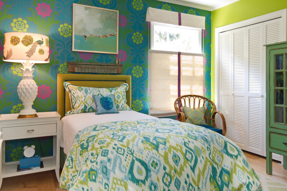 Example of a beach style guest bedroom design in Los Angeles with multicolored walls