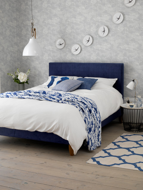 Calming blue and white bedroom - Modern - Schlafzimmer ...