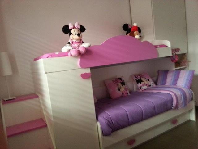 Cameretta bambini a soppalco bianca e rosa