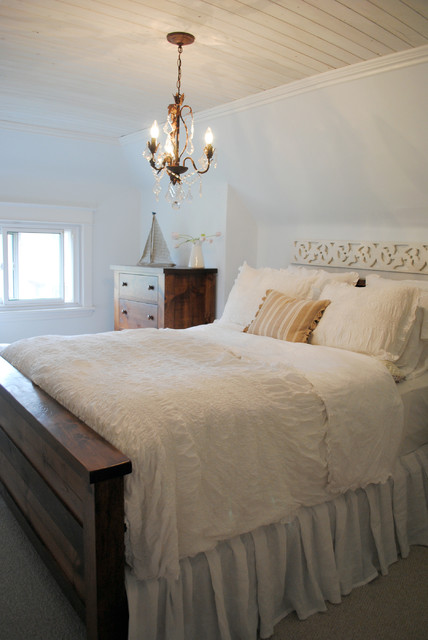Canadian cottage for Shabby chic bedroom colors