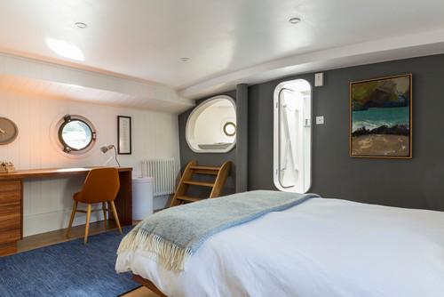 Canary Wharf Boat