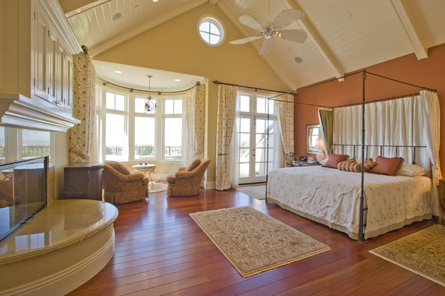 Cape cod traditional bedroom los angeles by arc for Cape bedroom ideas