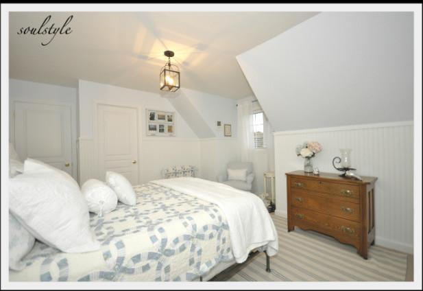 Bon Bedroom   Traditional Bedroom Idea In Toronto