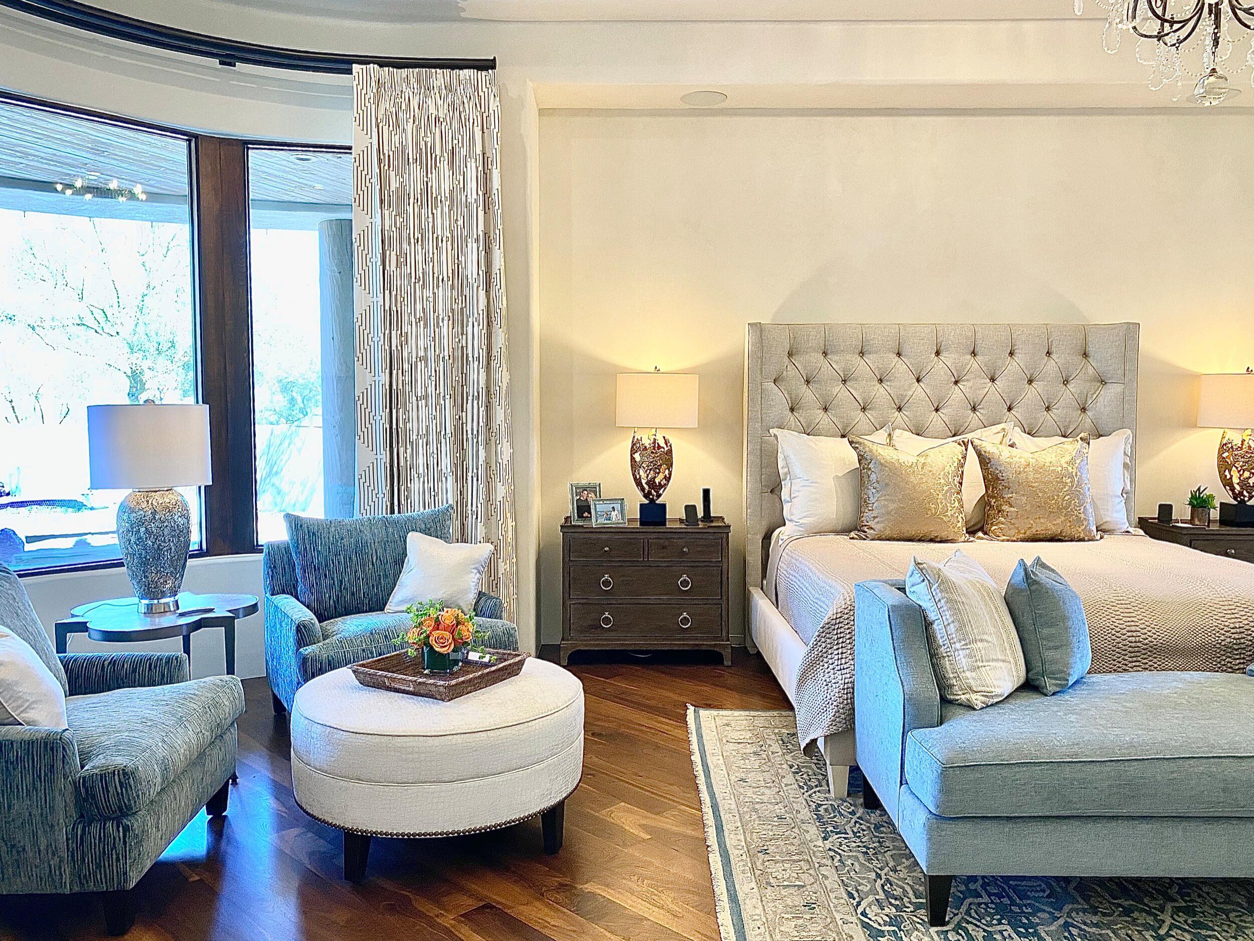 Bedroom - transitional bedroom idea in Phoenix