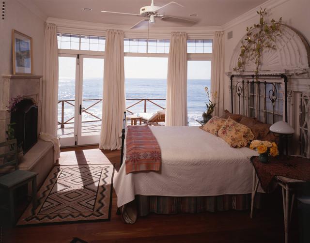 Santa Monica Canyon beach-style-bedroom