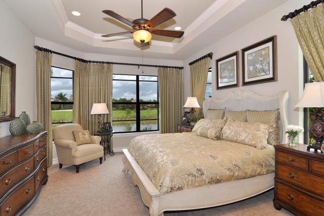 Carina traditional-bedroom