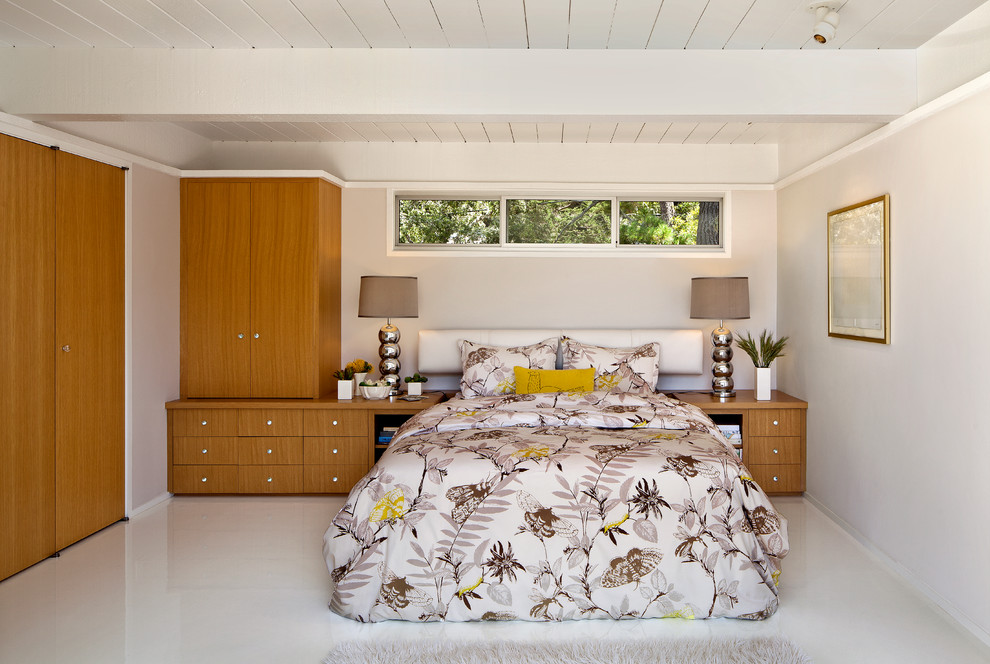 Example of a 1960s bedroom design in San Francisco with white walls