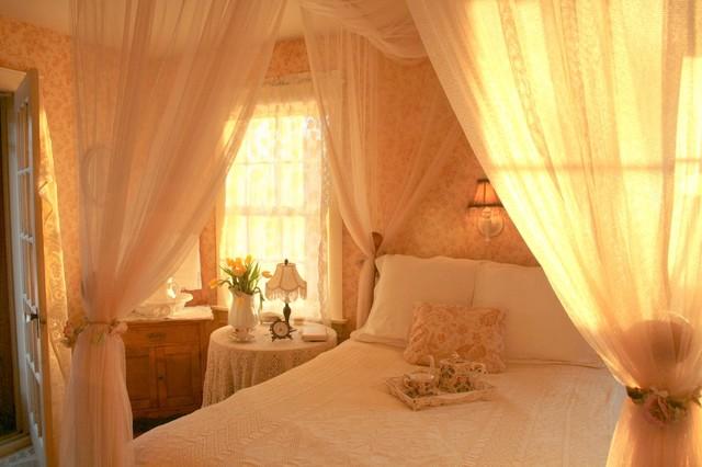 Carolyn Aiken traditional-bedroom