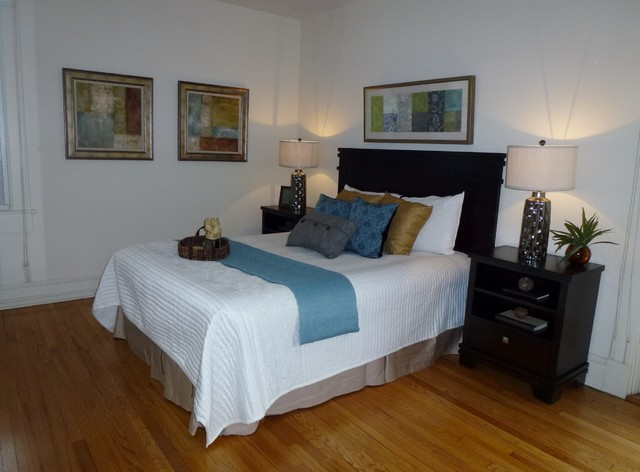 Charming 1920's Vacant Staging traditional-bedroom