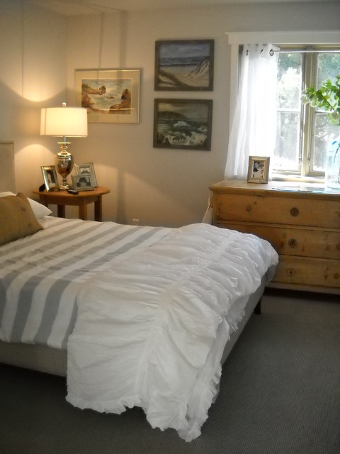 Chelan Cottage on the Lake contemporary-bedroom