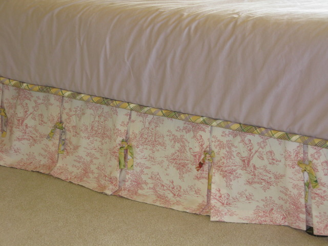 Childs toile bedskirt for Toile shabby chic