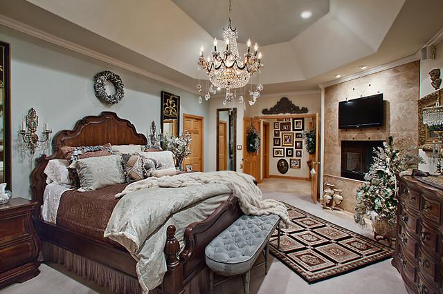 Christmas Decor mediterranean-bedroom