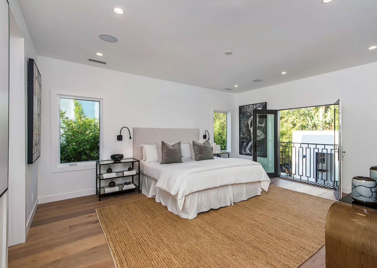 Picture of: White Master Bedroom Houzz
