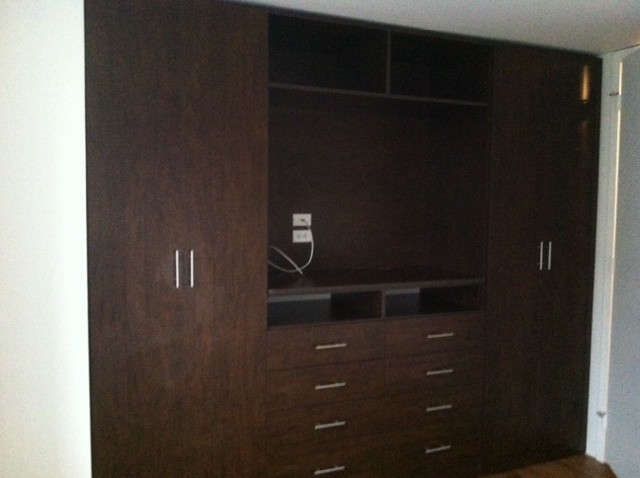 Closets modern bedroom chicago by chrissy for Closets by design chicago
