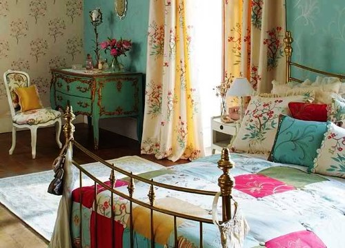 Bedroom ideas by interior designers in turquoise for Bedroom ideas red and gold
