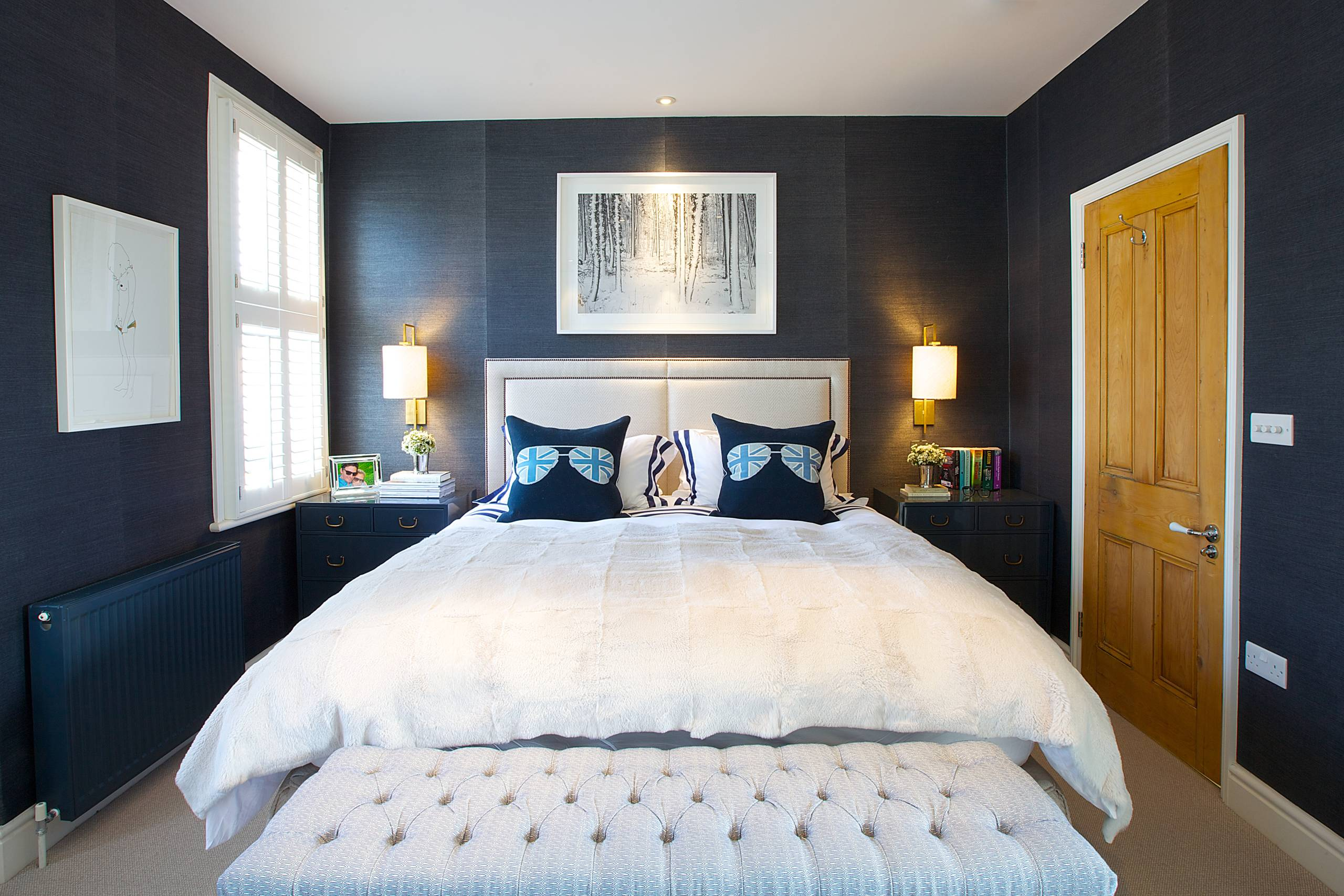 Picture of: Small Apartment Bedroom Ideas And Photos Houzz
