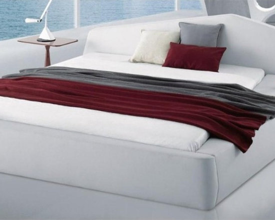 Stylish Platform Bed in White Leatherette - Features: