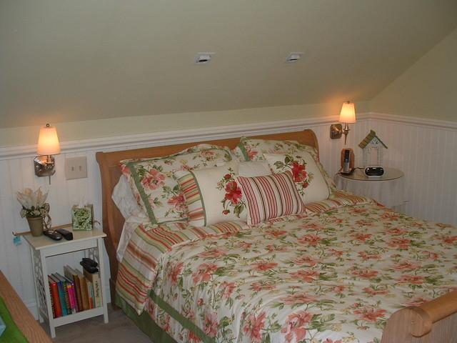 cottage compfort traditional-bedroom