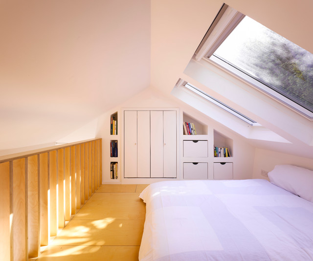Photo of a small modern bedroom in Dublin.