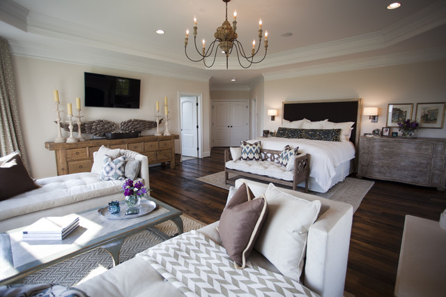 Country Club Residence traditional-bedroom
