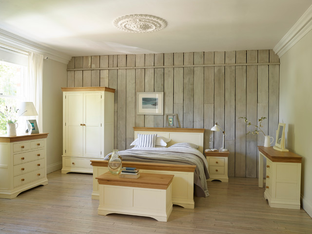 Country Cottage Bedroom - Farmhouse - Bedroom - Wiltshire ...