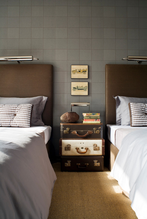 Example of a classic bedroom design in Toronto
