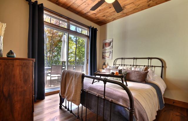 Cozy cottage rustic-bedroom