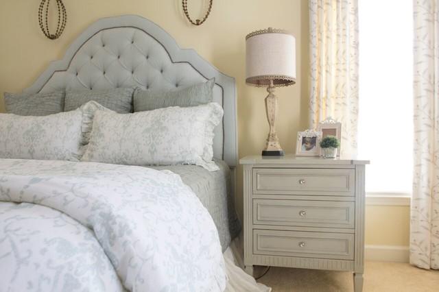 Cozy Palette farmhouse-bedroom