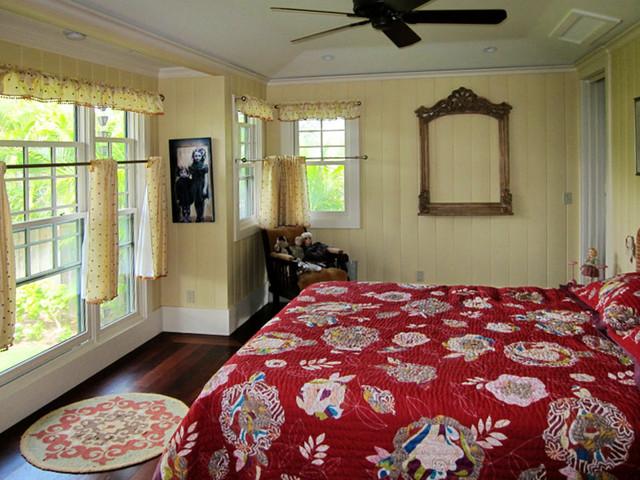 Hawaiian Style Bedroom: Craftsman Cottage
