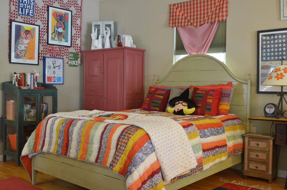Bedroom - traditional bedroom idea in Dallas with gray walls