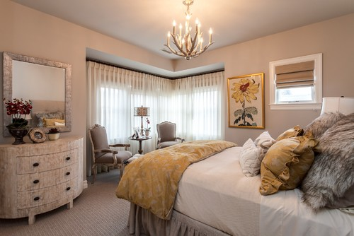 antler chandelier in transitional design bedroom