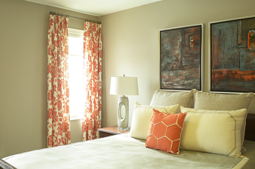 Bedroom - mid-sized transitional guest bedroom idea in Toronto with beige walls