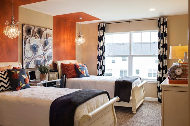 Example of a classic guest bedroom design in Chicago
