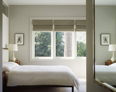 Schwartz and Architecture contemporary bedroom
