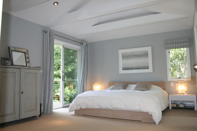 East hampton beach house contemporary bedroom new for Hamptons beach house interiors