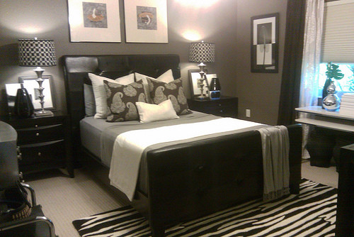 NYCLQ - FOCAL POINT eclectic-bedroom