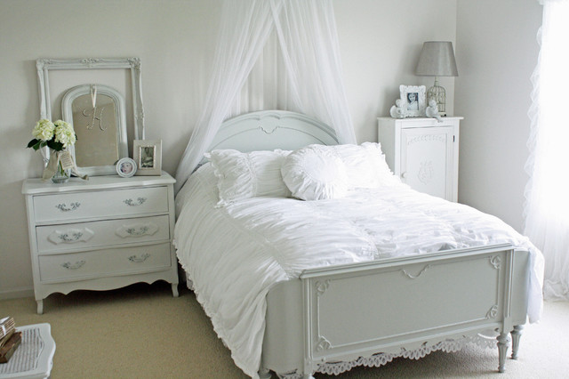 Example of a cottage chic carpeted bedroom design in Chicago with white walls