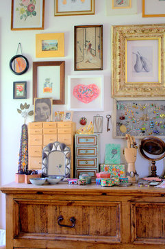 Art wall eclectic bedroom