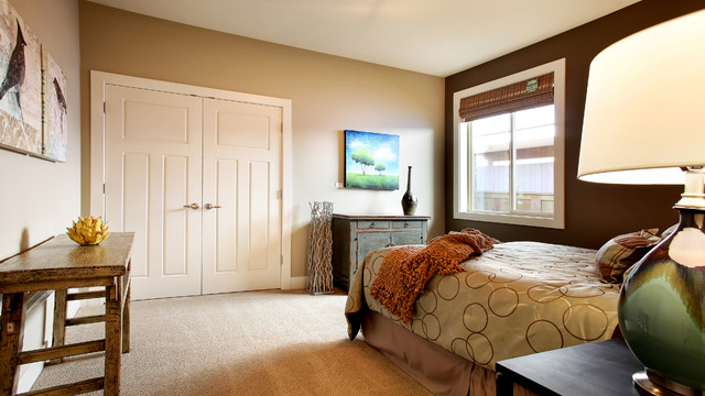 eclectic guest room traditional-bedroom