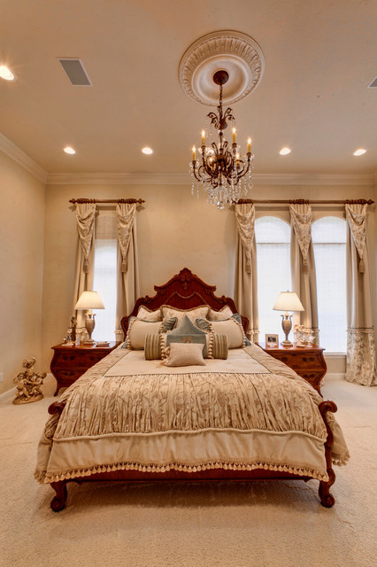 elegant traditional home 13569 | traditional bedroom