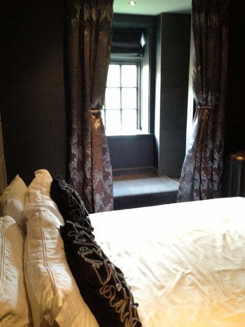 English Farmhouse farmhouse-bedroom