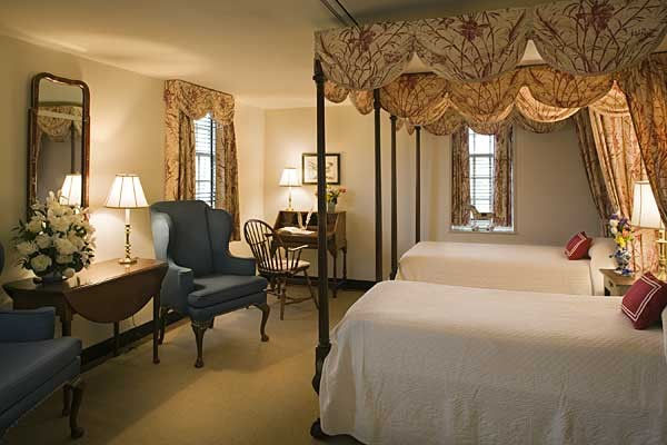 Ewing house colonial williamsburg for Colonial bedroom decor