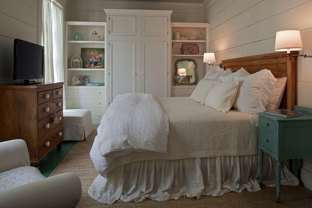 Fish camp beach cottage beach style bedroom by for Coastal cottage bedroom ideas