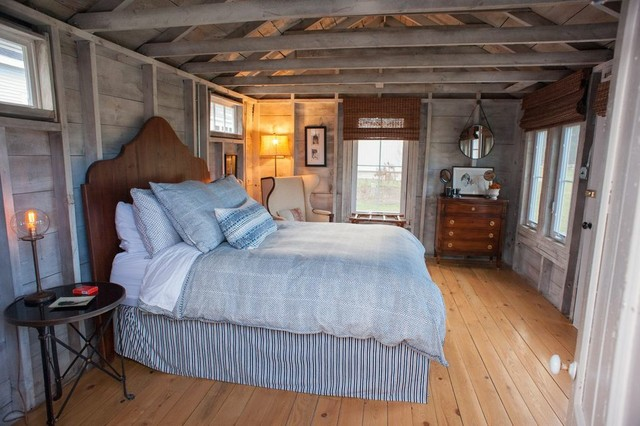 Flanagan farm portland maine farmhouse bedroom for Farmhouse guest bedroom